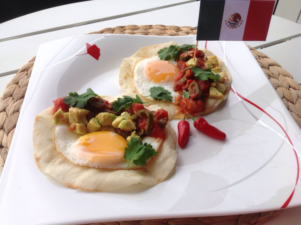 Huevos Rancheros (Mexican Fried Eggs with Chilli and Tomato Salsa) (1/6)